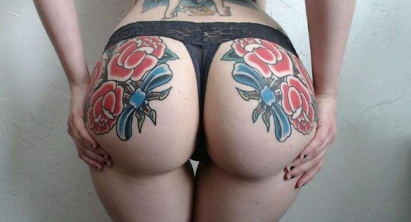 tattoo glutei